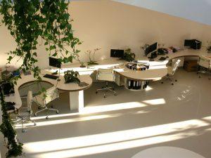 moderne witte gietvloer kantoor