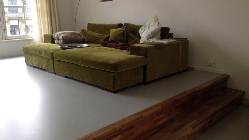 grijze pu-gietvloer woonkamer modern
