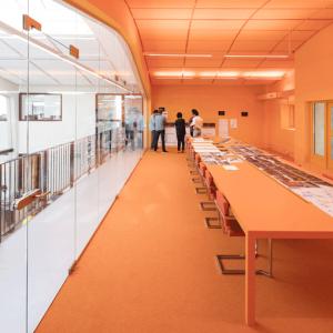 moderne oranje gietvloer kantoor
