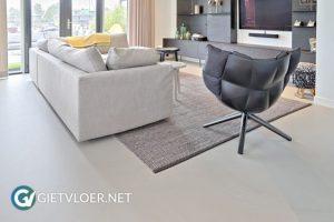 gietvloer lichtgrijs modern woonkamer